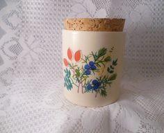 Zauberhafte Keramikdose- original Wächtersbach `70er:  Weiße Keramikdose mit wunderschönen Wildblumen und Korkdeckel.  Guter, altersentsprechender Zus