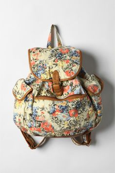 So pretty.. Floral rucksacks always make me want to pack all my things and go on an adventure!