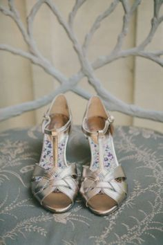 gold wedding shoes, photo by Fondly Forever