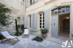 manoir, belle demeure, château, maison de maitre, maison bourgeoise, petite cour intérieure, porte d'entrée ancienne