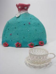 handmade tea cozy of felt , INGEVILT.NL