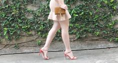 Blog Caca Dorceles. 2014. Meu Look: Vestido com mangas de pregas. Details: Iorane dress + Luiza Barcelos sandals + Saint Laurent Paris bolsa.