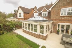 This stunning Orangery in Wokingham, Berkshire has replaced an older conservatory and opened up the kitchen and dining area in to an impressive, light-filled space. Bungalow Extensions, Garden Room Extensions, House Extensions, Kitchen Extensions, House Extension Plans, House Extension Design, Extension Ideas, House With Porch, House Front