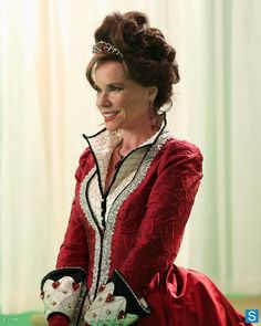 once-upon-a-time-queen-of-hearts-bts-cora-queen-of-hearts-barbara-hershey