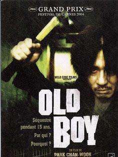 Old Boy est un film de Chan-wook Park avec Choi Min-sik, Ji-tae Yu. Synopsis : A la fin des années 80, Oh Dae-Soo, père de famille sans histoire, est enlevé un jour devant chez lui. Séquestré pendant plusieurs années dans une cel