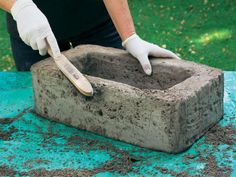 Pflanzgefäße aus Beton selber machen With a steel brush, the outer edges are now rounded … Cement Crafts, Concrete Projects, Diy Garden Projects, Garden Crafts, Garden Deco, Garden Pots, Diy Shed, Concrete Planters, Yard Design