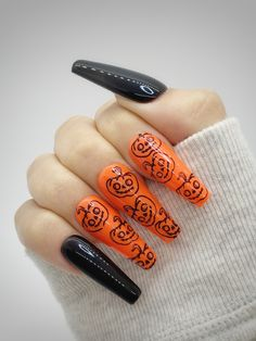 The pictures shown above are made with an L length coffin tip with a glossy top coat. Besides the nailset that was ordered, each order comes with a nail prep kit that includes: Alcohol wipe, wooden cuticle pusher, nail file, nail buffer, glue, and a sheet of nail adhesive stickers. Be mindful that slight variations occurring between the actual color, and the representation on our website might differ. Every nailset is custom made so be aware there might be slight differences with the nail art. Orange Nails, Purple Nails, Black Nails, Halloween Press On Nails, Halloween Nail Designs, Rose Nails, Flower Nails, Edgy Nails, Aycrlic Nails