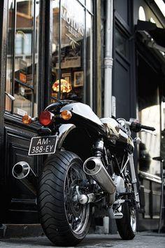 """Ducati 1000 """"Black Sabbath"""", à vendre chez Legend Motors Lille."""