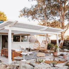 Love how clean and minimal this pergola is