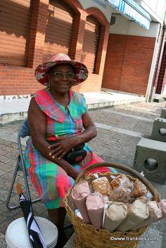 Martinique . Marchande de cornets pistaches