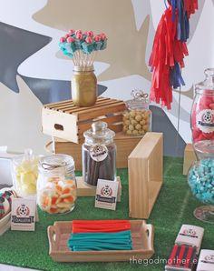 una comunión de temática fútbol, la comunión de Nico - The Godmother Table Decorations, Chocolate, Home Decor, Candy Stations, Candy Buffet, Decoration Home, Room Decor, Chocolates, Home Interior Design