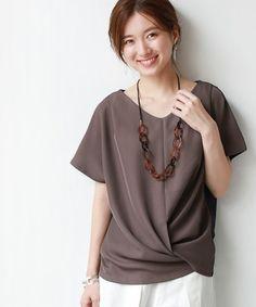 どんな格好したらいいの?[40代ファッション]定番アイテムと着こなし術をご紹介♪ | キナリノ Plain White Shirt, Plus Size Tops, Dress Codes, Fashion Details, Minimalist Fashion, Day Dresses, Style Guides, Blouses For Women, Korean Fashion