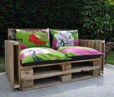 Pallet couch! Great look for outdoor furniture!