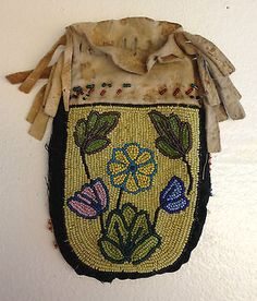 ANTIQUE-NORTHERN-PLAINS-POUCH-beautiful-wildflowers-in-greasy-color-trade-beads