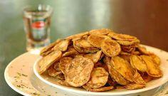 Ingredientes: 1 quilo de jiló 250 gramas de farinha de trigo Sal Vinagre Modo de preparo: Cortar o jiló em lâminas bem finas; Colocar de molho em água, sal e vinagre por aproximadamente 2 horas; Em…