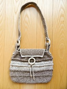 Beige Handbag Craft Online, Golden Heart, Heart Crafts, Bucket Bag, Beige, Handbags, Shopping, Fashion, Moda