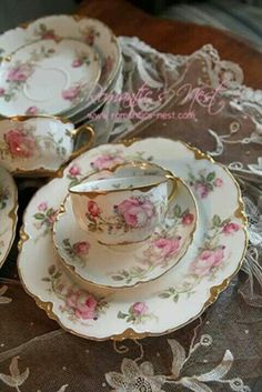 Oh,The Beauty And Delicateness Of Fine Bone China,Festooned With Plump,Mini Roses And Kissed With Creamy,Gold Edges.Very,Very Pretty 🌹!