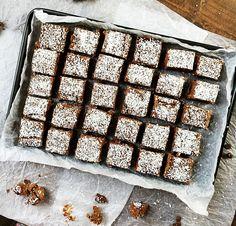 DELICATOBOLLAR I LÅNGPANNA6 Candy Cookies, No Bake Cookies, Swedish Cookies, Grandma Cookies, Lollipop Candy, Bun Recipe, Cookie Box, Fika, Let Them Eat Cake