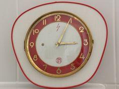 Horloge murale vintage (années 60) en formica roug
