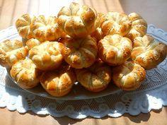 Nincs az a mennyiség, ami el ne fogyna belőle! Tízóraira is remek váalsztás! Hungarian Recipes, Sprouts, Shrimp, Garlic, Bakery, Food And Drink, Vegetables, Foods, Basket