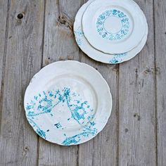 You might want to buy paper doilies when you see this dinner plate hack