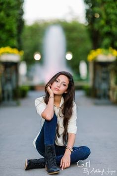 Good poses for senior pics. i like the idea of a busy backgroundcity street or sidewalk. might try this on gravel as well. Senior Portraits Girl, Senior Photos Girls, Senior Girl Poses, Senior Girls, Senior Posing, Senior Session, Poses For Girls, Senior Picture Poses, Summer Senior Pictures