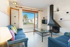 Los Molinos Port de PollenASSa Set in Port de Pollensa, this air-conditioned apartment features a terrace and a garden with a seasonal outdoor pool. Guests benefit from balcony. Free WiFi is featured throughout the property.