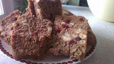 Jassy startet in den Tag mit mit selbstgemachtem Brot mit Cashewkernen und Cranberries - das schaut für mich nach einem perfekten Frühstück aus!
