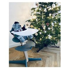 Christmas is on its way. And when the first snow touches the earth, we can smell that Christmas is near. Scandinavian Christmas Decorations, Easy Christmas Decorations, Simple Christmas, Christmas Ideas, First Snow, Small Plants, Black And White Colour, Nordic Style, Perfect Place