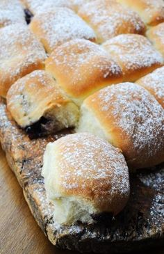 Cooking on a Sailing Yacht – Home Made Burgers in Fresh Brown Bread Rolls - Typical Miracle Mini Desserts, Delicious Desserts, Yummy Food, Fresh Bread, Sweet Bread, Oreo Cheesecake, Pastry Cake, Chocolate Recipes, Italian Recipes