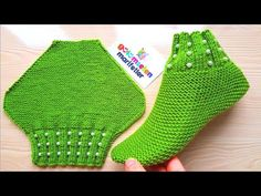 Very easy beaded booties with two skewers / beaded booties with two skewers / knitting patterns - bolso a crochet - Knit Slippers Free Pattern, Baby Cardigan Knitting Pattern Free, Baby Hats Knitting, Knitted Slippers, Crochet Slippers, Knitting Socks, Knitting Patterns Free, Knitted Hats, Crochet Patterns