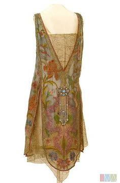 Callot Soeurs Dress - c. 1926 Silk, and metallic lace, with imitation pearls and opals Irises and water avens adorn the dress 2 Indianapolis Museum of Art Style Année 20, Looks Style, Mode Style, 1920s Outfits, Mode Outfits, 1920s Fashion Dresses, Vintage Dresses, Vintage Outfits, Vintage Fashion