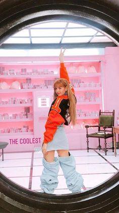 LaLisa my queeeennn👸🏻💖🦋 Kim Jennie, South Korean Girls, Korean Girl Groups, Oppa Gangnam Style, Lisa Blackpink Wallpaper, Super Junior, Black Pink Kpop, Blackpink Photos, Kim Jisoo