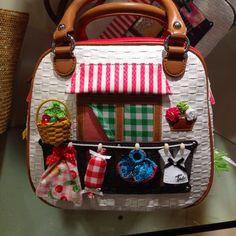 Braccialini bag that looks like a shop Unique Handbags, Unique Bags, Purses And Handbags, Novelty Handbags, Creative Bag, Diy Purse, Fabric Bags, Cute Bags, Handmade Bags