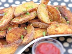 Vittles and Bits: Oven-Crisp Garlic Potato Wedges
