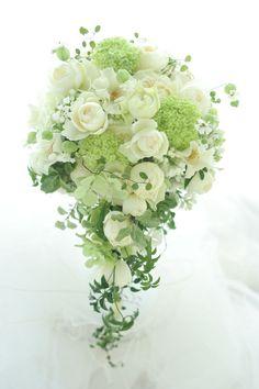 挙式後、お母様からいただいたメールには嬉しい嬉しい時間でした。花嫁さんだけでなく周りの家族も幸せにしてくれた花たちでした。そして私にとっては、幸せな幸せな... Romantic Wedding Colors, White Wedding Flowers, Floral Wedding, Bride Bouquets, Bridesmaid Bouquet, Floral Bouquets, Wedding Flower Guide, Flower Bouquet Wedding, Wedding Flower Arrangements