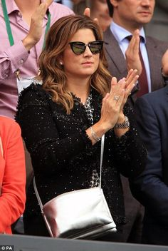 Mirka Federer stands to applaud as her husband walks on to court Roger Federer Family, Mirka Federer, Australian Open Tennis, Tennis Legends, Mr Perfect, Tennis Players, Walk On, Look Fashion, Style Icons