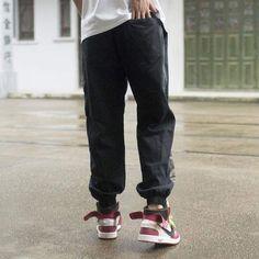 Ce vêtement est en taille asiatique, donc nous vous conseillons de prendre une taille au dessus. Par exemple si vous portez S, prenez du M. Ou suivez le guide des tailles pour trouver votre taille.  • 100% polyester  • UNISEXE  • Disponible en plusieurs coloris.Meilleure Boutique STREETWEAR Pantalon Streetwear, Style Streetwear, Japanese Streetwear, Streetwear Fashion, Male Harem, Harem Pants Men, Army Pants, Japanese Pants, Japanese Hoodie