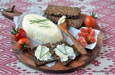 Cum se face unt de casă din smântână pentru frișcă - rețeta veche savori urbane Romanian Food, Romanian Recipes, Mozzarella, Camembert Cheese, Healthy Recipes, Healthy Food, Good Food, Dairy, Homemade