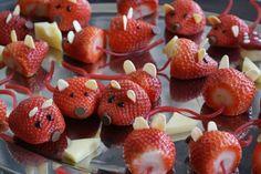 idée de dessert enfant sain et original- souris en fraises et fromage