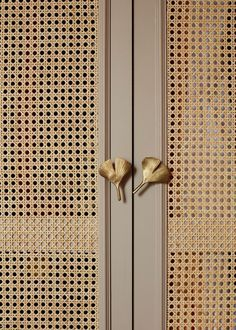 Wardrobe Door Designs, Wardrobe Doors, Office Wardrobe, Capsule Wardrobe, Ideas Armario, Home Interior Design, Interior Decorating, Joinery Details, Closet Bedroom