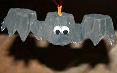 Decoración de halloween. Manualidad infantil murciélago