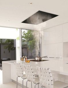 Modern minimalist design, total unobtrusiveness and powerful suction are main features of these ceiling kitchen hoods by Gutmann. Estrella II above and Campo II below Read Diy Kitchen Remodel, Vintage Kitchen Decor, Kitchen Ceiling, Kitchen Vent Hood, Kitchen Vent, Kitchen Exhaust, Kitchen Remodel Small, Kitchen Fan, Kitchen Design