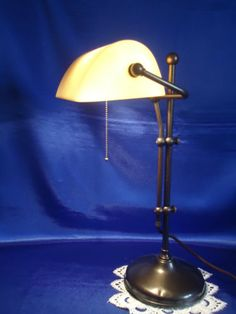 Jugendstil-Messing-Aprikot-Gelbglas-Bankerlampe-Tischlampe-mit-Zugschalter-TOP     EUR 145,00 Desk Lamp, Table Lamp, Messing, Lighting, Home Decor, Art Nouveau, Light Fixtures, Corning Glass, Table Lamps