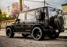 Doesn't get better than this. rolling through in the all black camo G Wagon! Mercedes Benz Maybach, Mercedes G Wagon, Mercedes Benz G Class, Benz Suv, Good Looking Cars, Classic Mercedes, Dream Cars, Offroad, Suv Vehicles