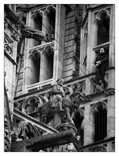 #Quimper #Bretagne #Brittany #funambule #cathedrale #tightrope walker #sculpture #gargouille #gargoyle #cool #Gradlon #architecture © Paul Kerrien  http://toilapol.net