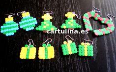 http://cartulina.es/idea-para-que-regalar-en-navidad/ Pendientes navideños de hama beads paso a paso