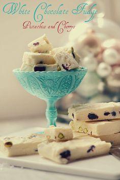 Himmelsk VitchokladFudge med pistagenötter och Körsbär