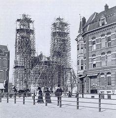 De voormalige Nederlands Hervormde Koninginnekerk aan de Boezemsingel in Rotterdam Crooswijk is gebouwd in 1904-1907 naar een ontwerp van architecten B. Hooykaas Jr. en Michiel Brinkman. Unieke kerk De Koninginnekerk werd en wordt over het algemeen beschouwd als het hoogtepunt in het oeuvre van het bureau Hooykaas & Brinkman, en tevens als hoogtepunt in de stilistische vernieuwing …