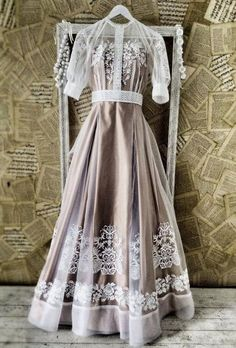 fabulous dress from Ukraine, ethno style wedding dress… Ethnic Fashion, Look Fashion, Fashion Show, Womens Fashion, Fabulous Dresses, Pretty Dresses, Beautiful Outfits, Ukrainian Dress, Costume